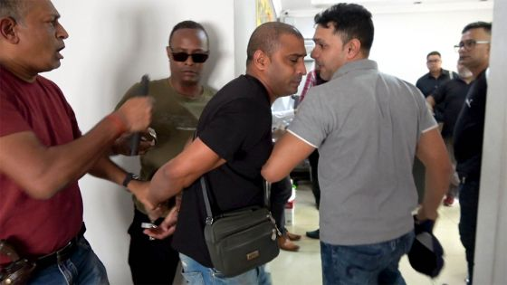 Arrestation du Most Wanted Suspect Kunal Ramdoo dans les locaux de Radio Plus