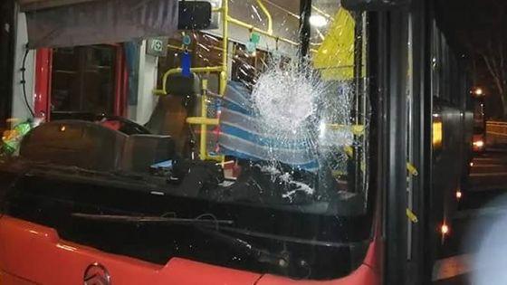 Trianon : un homme lance une pierre sur un bus de la compagnie UBS