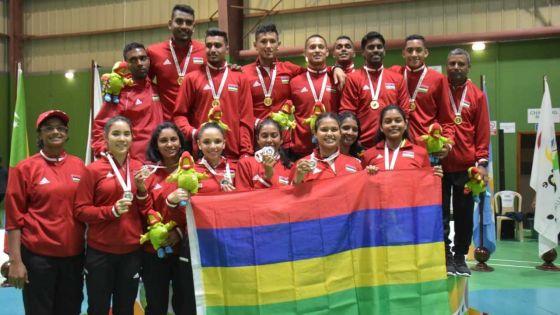 [Images] JIOI – Badminton : l'équipe masculine rafle l'or