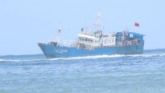 Bateau coincé au large de Pointe-aux-Sables : «Il y a une présence d'huile dans la mer», affirme le ministre Maudhoo