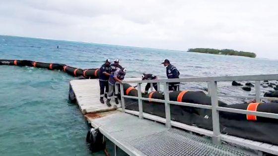 Naufrage du navire : déploiement de barrages flottants antipollution depuis ce matin