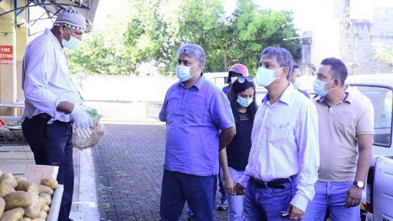 Déconfinement : Gobin s'assure que le bazar de Rivière-du-Rempart respecte les consignes