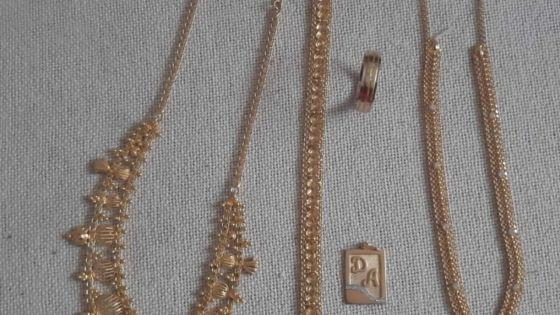 La cache du voleur de bijoux de mariage se trouvait dans un terrain vague