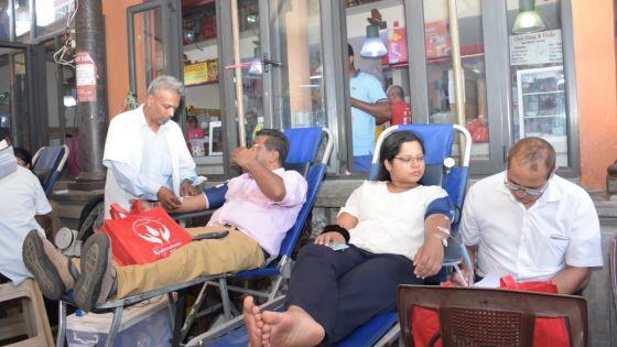 Collecte de sang organisée par Radio Plus et la Central Market Association : 165 pintes de sang récoltées à la mi-journée