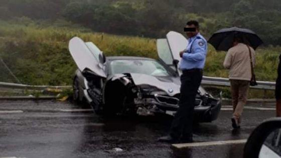Terre Rouge-Verdun : Une rare BMW i8 accidentée