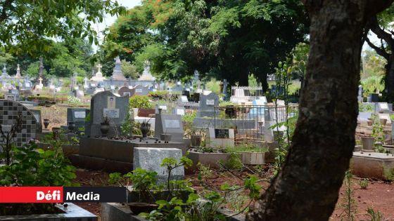 Covid-19 : trois patients inhumés et un autre incinéré au cimetière de Bois-Marchand