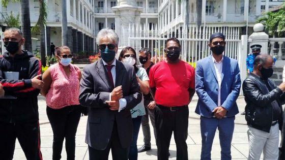 Manif symbolique devant le Parlement : « Ma suspension sera 'allegedly' enlevée le 30 novembre », avance Boolell