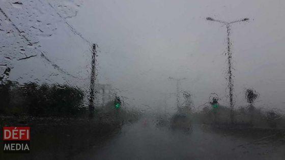 Mauvais temps : encore de la pluie ce soir, prudence sur la route !