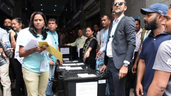 Élections villageoises : les bulletins de vote acheminés vers les postes de police