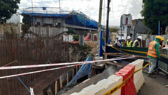 Port-Louis, La Butte : effondrement d'une partie des barricades en tôles sur le site du Metro Express