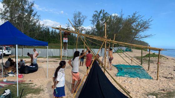 Pomponette : la plateforme «Aret Kokin Nu La Plaz» installe un camp sur la plage
