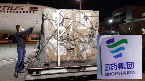 Covid-19 : 100 000 doses du vaccin Sinopharm reçues de la Chine, les avis divergent