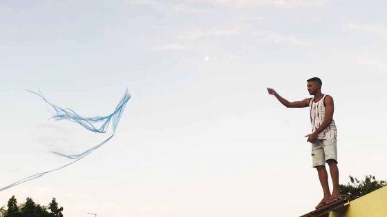 Confinement : Videsh s'évade grâce à Skyle, son cerf-volant