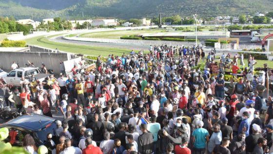Les personnes présentes aux funérailles du jockey Juglall ont été sensibilisées quant aux risques sanitaires, selon la police