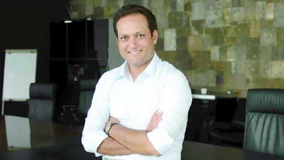 Voyage médical en Inde : Dhaneshwar Damry, le «proche» au chevet de Navin Ramgoolam