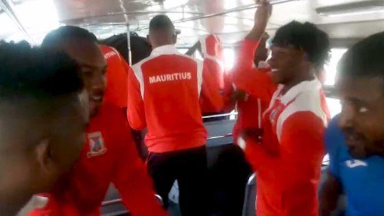 JIOI 2019 - Football : le Club M débarque à l'hôtel dans une bonne ambiance à deux jours de son match contre les Seychelles