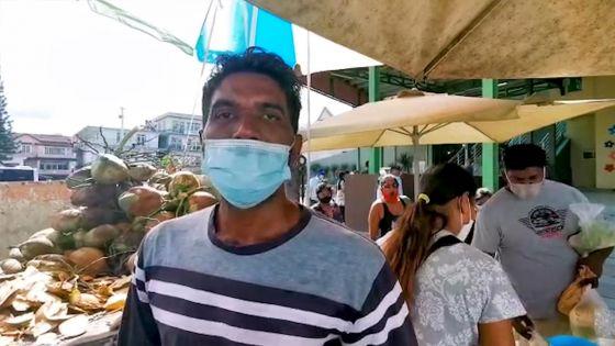 Réouverture des marchés : Utam Husraj, vendeur de noix de coco, soulagé de pouvoir de nouveau gagner sa vie