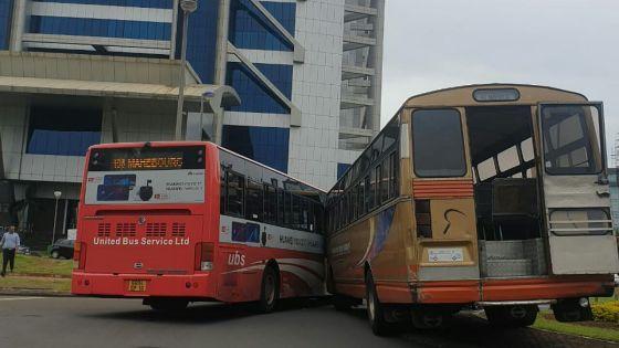 Ebène : collision entre deux bus