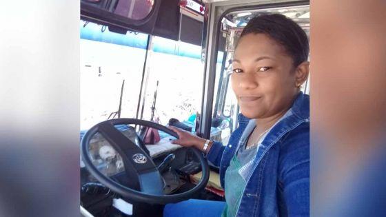 Rodrigues : ça roule pour Marie, la seule conductrice d'autobus dans l'île