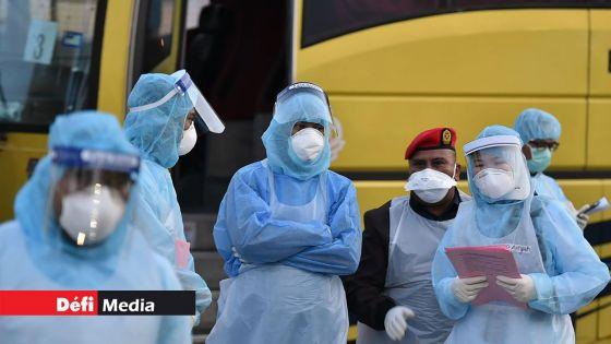 Coronavirus : des couches aux iPhones, les usines au secours d'une Chine en mal de masques