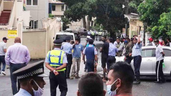 Comparution des suspects arrêtés dans l'assassinat de Fakhoo : important dispositif policier, le ton monte