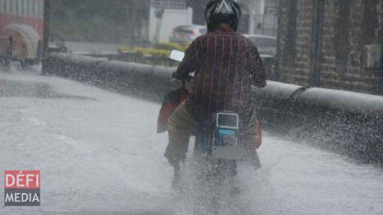 Météo : un avis de fortes pluies en vigueur à Maurice