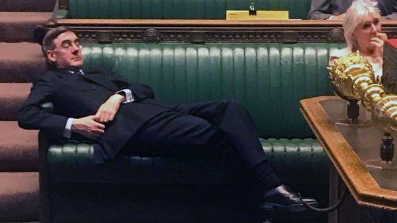 4 Minutes aux 4 Coins du Monde : Londres, en plein débat sur le Brexit, une sieste pour le président de la Chambre des Communes