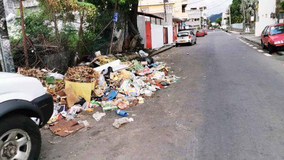 Cassis : des déchets en pleine rue