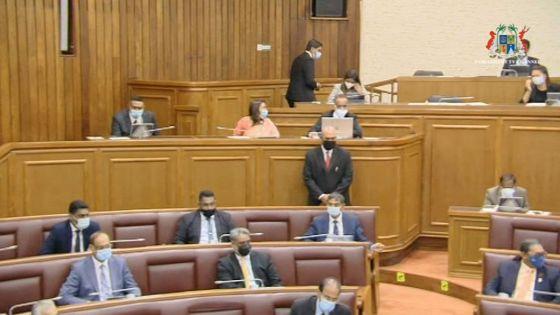 Assemblée nationale : Sooroojdev Phokeer demande au Deputy Chief Whip, Kenny Dhunoo, de quitter la chambre