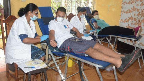 [En images] Confinement : les dons de sang organisés au domicile de volontaires à Camp-Levieux et à Trèfles