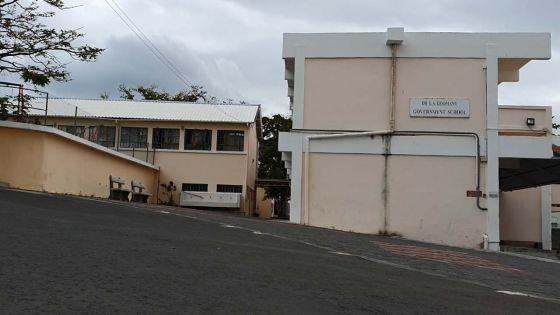 Bulletin de vote rapporté à la commission électorale : des enquêteurs du CCID à l'école primaire Dr Idrice Goomany