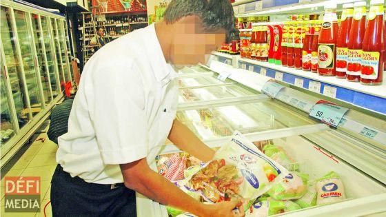 Réouverture des commerces : les produits frais, comme les légumes, la viande, les fruits seront vendus déjà emballés