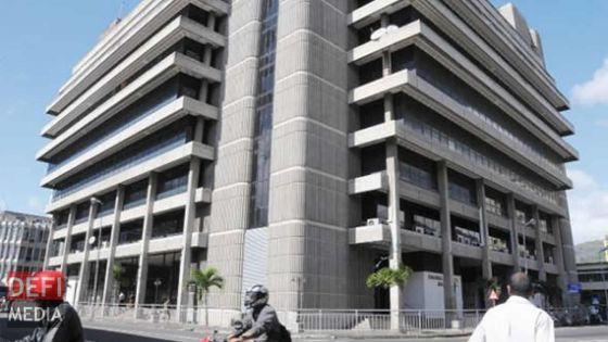 Pour l'obtention du papier à gage et du horsepower : deux comptoirs de la NLTA installés au bâtiment du Registrar à Port-Louis