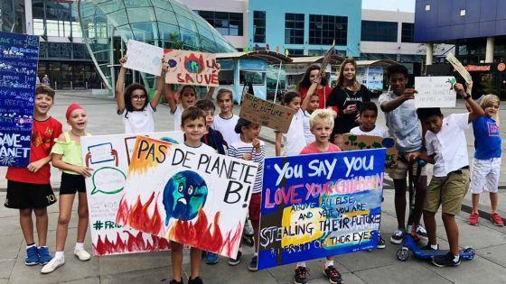 [En  images] Mobilisation des jeunes de Fridays for Future à Maurice