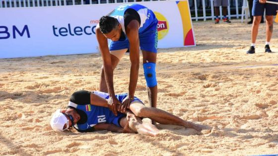 [Images] JIOI – Beach-Volley : L'application du règlement après la blessure du volleyeur mauricien, Eric Louise