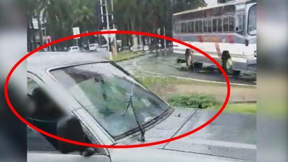 Port-Louis : ses essuie-glaces cassés, il trouve une astuce