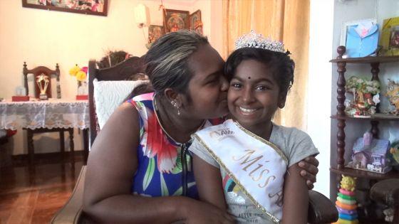 Découvrez l'histoire de Keshini qui a retrouvé le sourire malgré son handicap