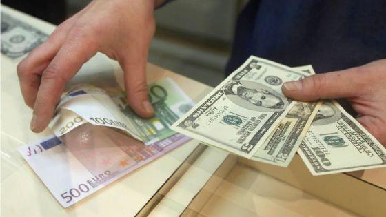 Devises : l'euro passe à Rs 51,47, le dollar à Rs 42,95