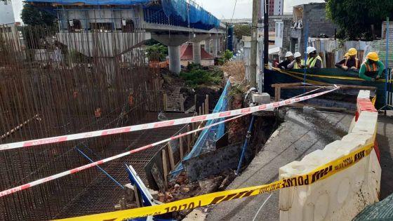 La Butte : effondrement d'une partie des barricades, les officiers de Metro Express Limited et de Larsen and Toubro sur place