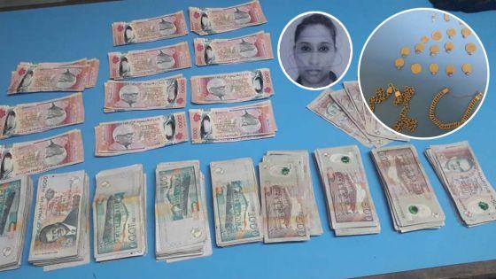 Blanchiment d'argent allégué : une femme de 41 ans arrêtée avec plus de Rs 800 000 et des bijoux