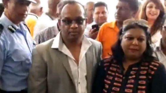 No 7 : le candidat MSM Vikash Nuckcheddy accompagné de Soodhun et d'autres membres du parti lors du dépôt de candidatures, Pravind Jugnauth et SAJ absents