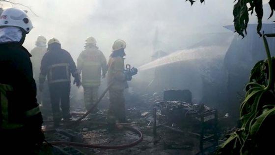 Une maison ravagée par les flammes : «Tou inn brile, ziss linz ki lor mwa la kinn reste»