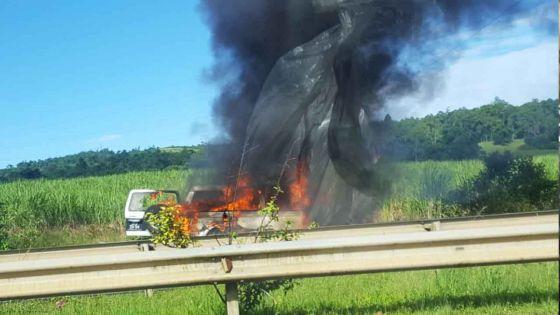 Route de Verdun : un véhicule tout terrain en feu