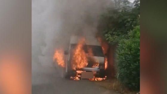 Mont-Roches : un van en proie aux flammes