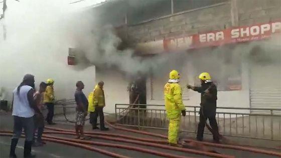 Vallée-des-Prêtres : un supermarché en feu, énormes dégâts