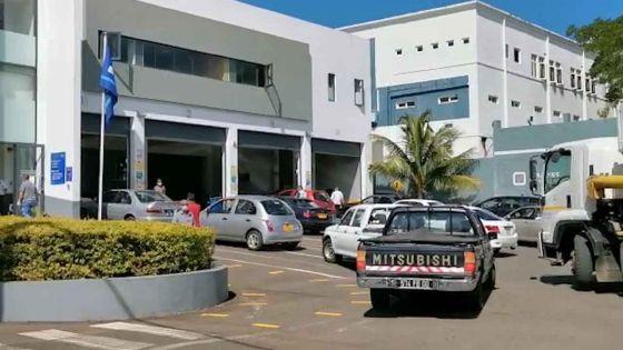 Examen des véhicules : plus d'une centaine de véhicules en attente au centre de fitness de Plaine-Lauzun ce lundi