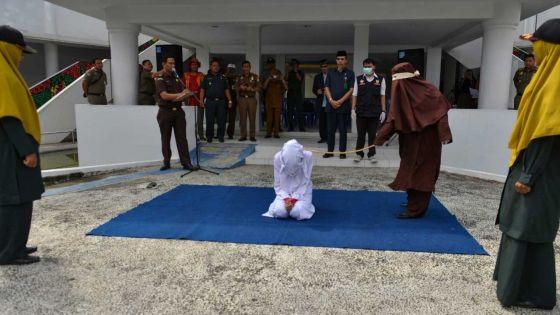 A Aceh en Indonésie : des femmes pour flageller les femmes