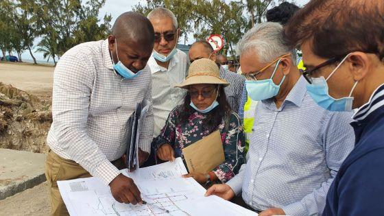 Pravind Jugnauth prend connaissance des travaux de drains en cours à Port-Mathurin