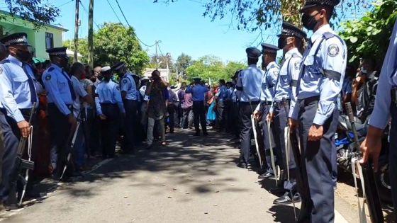 Funérailles de la policière Dimple Raghoo, tuée lors d'une controlled delivery