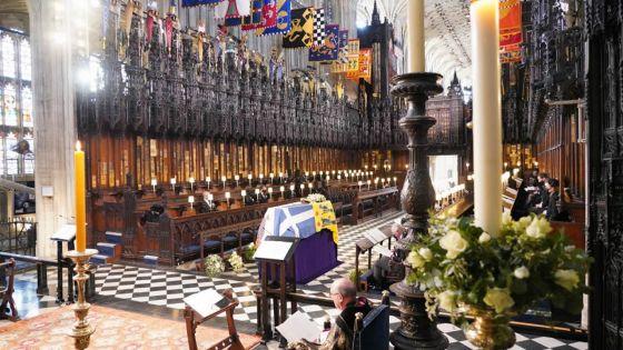 Elizabeth II entourée de sa famille pour les adieux au prince Philip